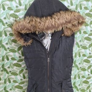 Jackets & Blazers - ✨NEW✨Olive Puffer Vest w/Removable Faux Fur Hood
